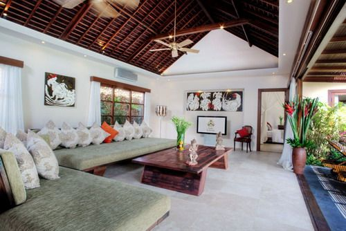 http://www.infobalivillas.com/Villas/villa-lataliana/