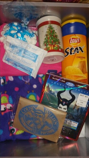 2014 Christmas Eve box for my 6 year old daughter. Includes pajamas, favorite snacks, new movie ...