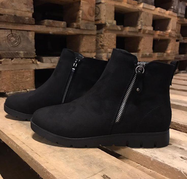 Feminine sorte støvler med lynlås. Havanna Shoes