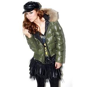 moncler-vrouwen-donsjacks-met-groene-hoed-