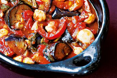 Aubergine and capsicum stew with chickpeas and basil – Recipes – Bite
