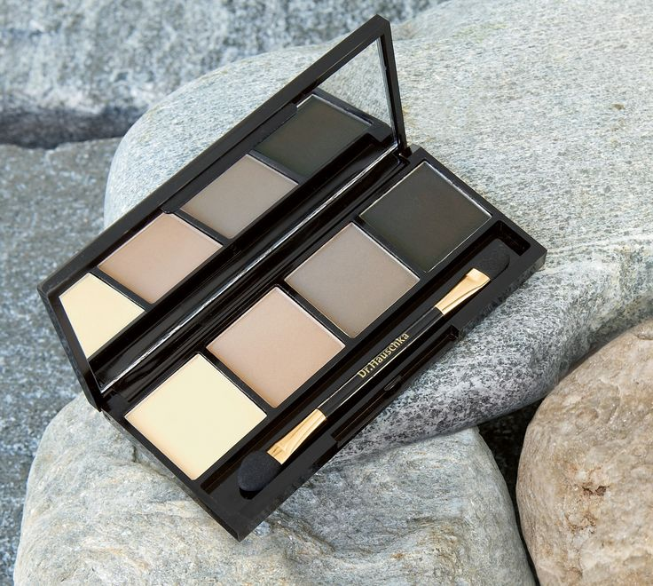 Four matte shades of brown and grey enhance the natural beauty of your eyes, allowing for a combination of elegant looks that take eyes from day to night, Silk powder offers pH balancing and protective qualities.