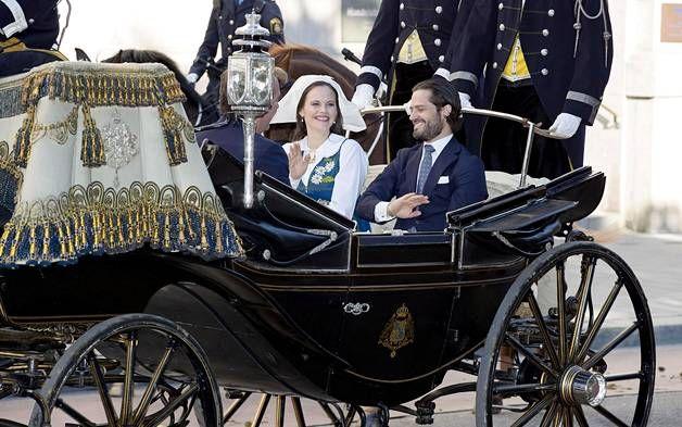 Yhtä hymyä: Pariskunta Ruotsin kansallispäivässä 6. kesäkuuta.