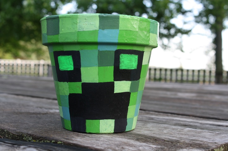 Clay pot with hand painted Creeper