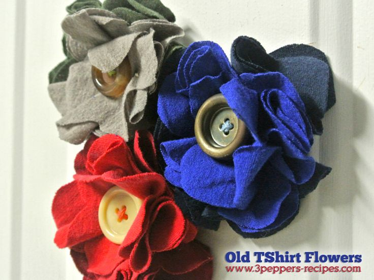 Old T Shirt Flowers, Super EASY Tutorial - LOVE these - definitely going to have to try to make one~!