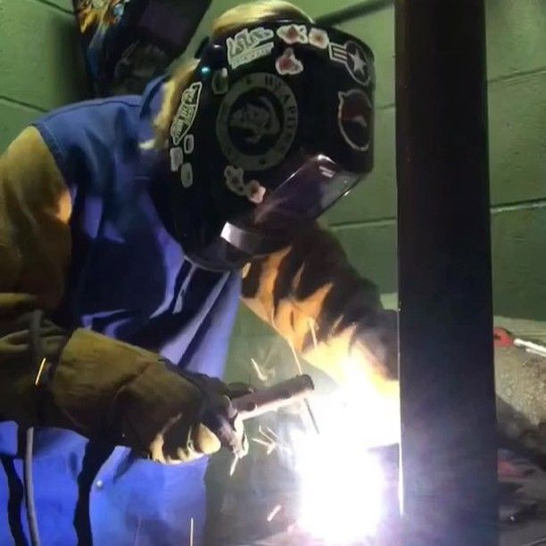 #weldingstudent #welding #welder #weldingschool #stickwelding #SMAW #weldeverydamnday #womenwhoweld #weldernation #weldporn #welderbabes #bluecollar #trades #lincolnelectric #workingclass #dirtyhandscleanmoney #charleston #southcarolina #insta_carolina