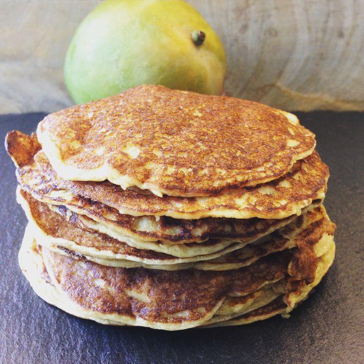 Ingrediënten:100g speltmeel 1 mango   250g ricotta   snuifje natriumbicarbonaat   100ml amandelmelk of andere melk   2 eieren Mix het eigeelen de ricotta in een keukenmachine of blender. Schil de mango en snij hem in schijfjes. Doede mango samen metalleandereingrediëntenin de blender en mix alles tot een glad beslag. Klop ondertussen het eiwit stijf en voeg dittoe aan het beslag. Roer...