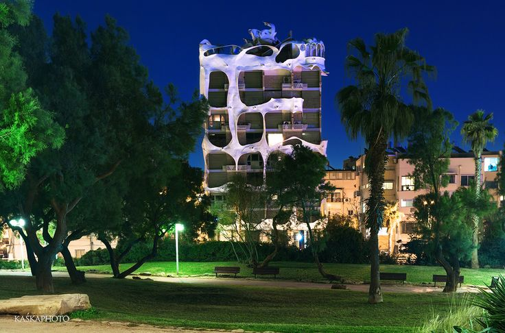"The ""Crazy House"" Antoni Gaudi style in Tel Aviv photo by Kaśka Sikora #CrazyHouse #TelAviv #Israel #architecture #lifstyle #luxuryRealEstate #realestate #realestateTelAviv #KaskaSikora  #KatarzynaSikora #KaskaPhoto #fotografia"