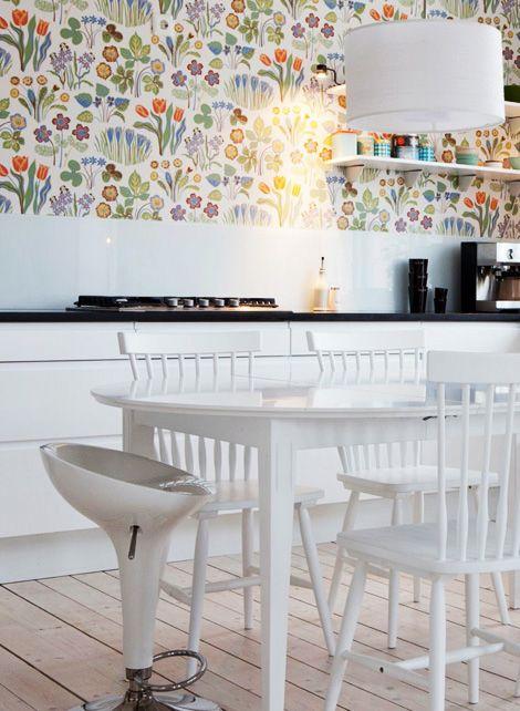 scandinavian floral wallpaper