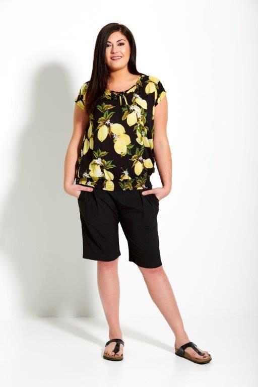 Studio Clothing, zwarte korte broek, top met lemons, zwart geel, zomer 2017