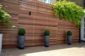 privacy screens outdoor | Privacy screen - horizontal slatted fence by Wynee