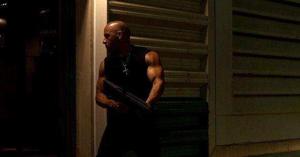 NUEVAS IMÁGENES de 'A todo gas' ('Fast & Furious'). El director James Wan (debutando en la serie después de una prolífica carrera en el reciente cine de terror) y el protagonista Vin Diesel son los responsables de las últimas imágenes publicadas