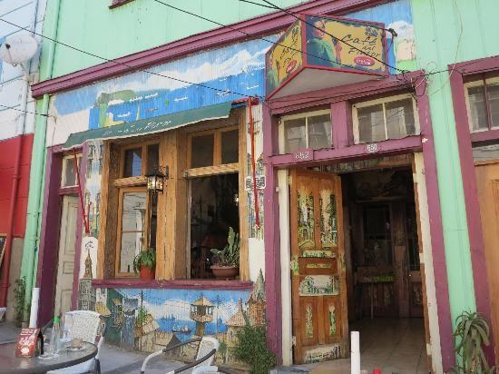 Café del Pintor - Valparaíso Puerta de entrada del Café