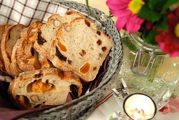 Surdegen är bra för brödets struktur, smak och hållbarhet. Den består enbart av vatten och mjöl.