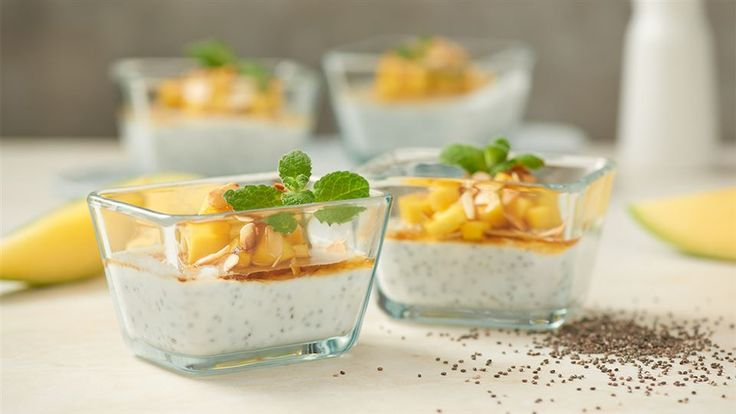Wykorzystaj nasiona chia w szybkim i łatwym przepisie Darii Ładocha na kokosowy pudding chia z mango i prażonymi płatkami migdałów. Więcej w Kuchni Lidla!