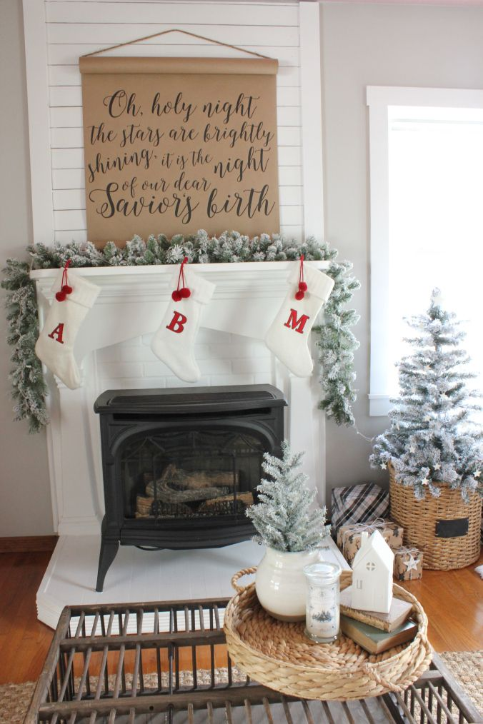 Modern farmhouse perfection - love this simple mantel display!