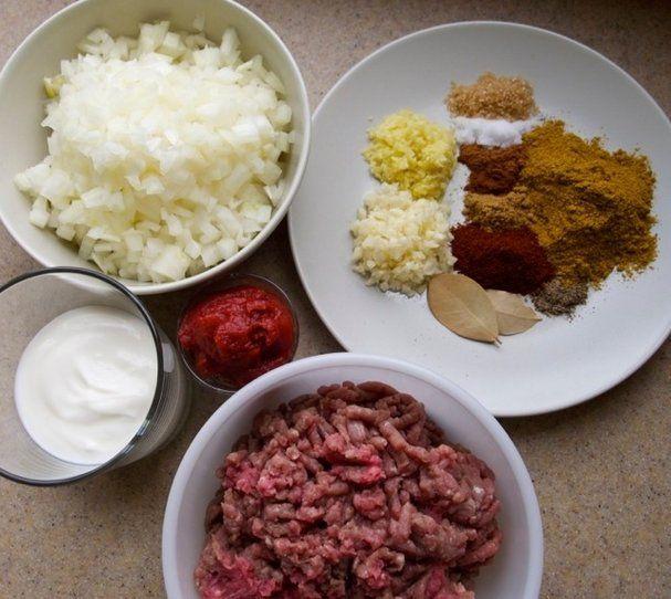 【nanapi】 長時間かけて煮込んだ方が美味しいカレーと比べ、食べたいときにサッと作れるのがキーマカレーの良いところ。ここでは、近所に住むインド系おばあちゃん直伝の「本場の味」レシピをお伝えします。ヒンドゥー教やイスラムの禁忌のため、牛肉や豚肉を使うインド料理はほとんどありません。キーマカレーも、本来...