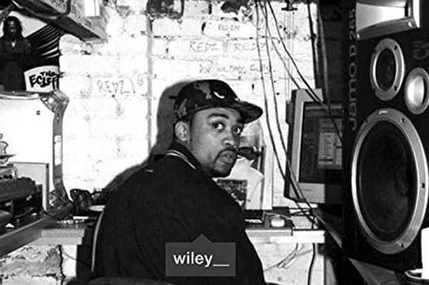 "Wiley - Name Brand Feat. JME, Frisco & J2K  Listen to Wiley's crew track from his newly released ""Godfather"" album. http://www.hotnewhiphop.com/wiley-name-brand-feat-jme-and-frisco-new-song.1972558.html  http://feedproxy.google.com/~r/realhotnewhiphop/~3/AvgakXqa1pA/wiley-name-brand-feat-jme-and-frisco-new-song.1972558.html"