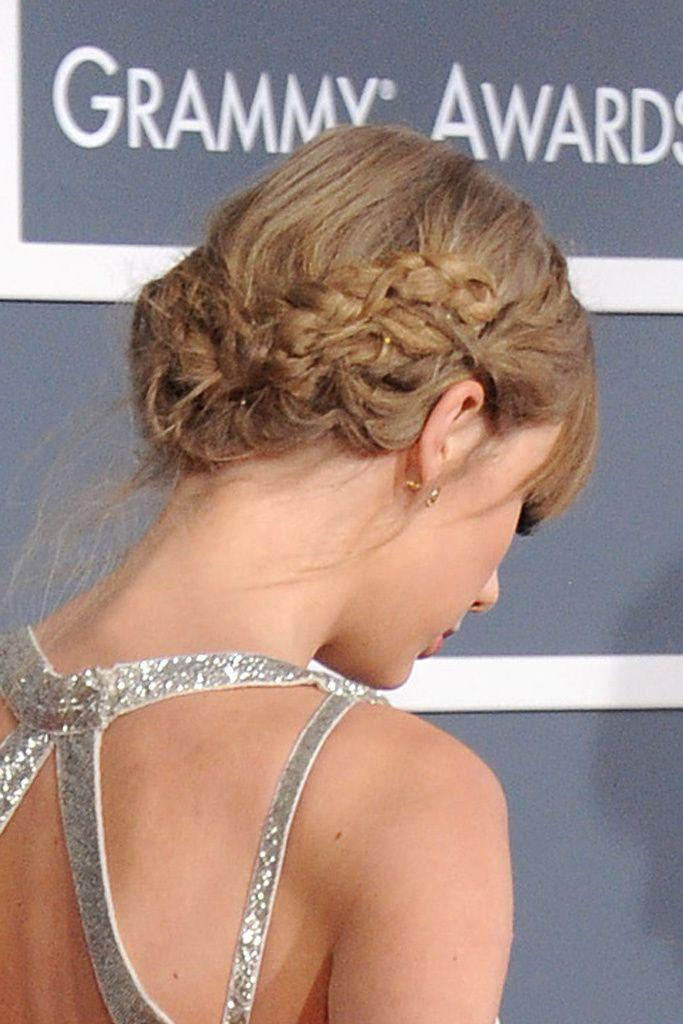 Trenza-recogido de princesa    Cómo no, la tenía que llevar Taylor Swift, la princesa del country. La trenza forma una corona sobre su cabeza y termina en un moño bajo.