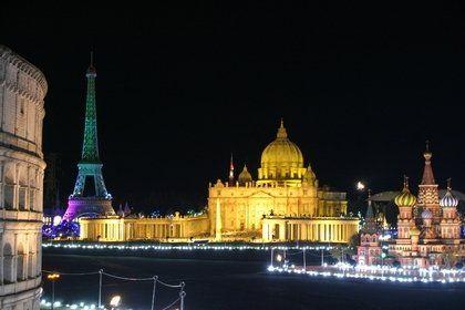 世界の有名建造物102点が25分の1スケールで飾られる東武ワールドスクウェア