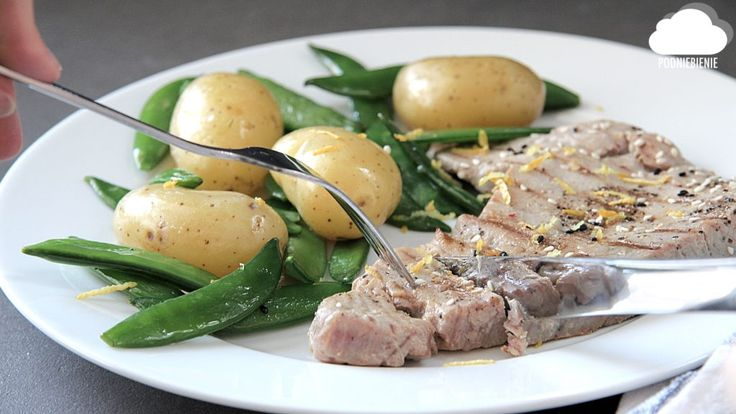 STEK Z TUŃCZYKA - na lekki poniedziałkowy obiad - PodNiebienie #tuńczyk #stekztuńczyka #PodNiebienie #tunasteak #tuna #steak #stek #groszekcukrowy #sugarsnappeas #młodeziemniaki #youngpotatoes