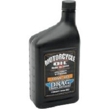 DRAG SPECIALTIES Λάδι κινητήρα 10-40 1lt Specially formulated for V-Twin engines when ambient temperature is between -12°C and 10°C (10°F and 50°F)Provides outstanding protection for engine cold startingSpecial additives provide excellent wear protection and durability while guarding against sludge buildup and oil breakdownMeets all warranty performance criteria for Harley-Davidson®  Made in the usa