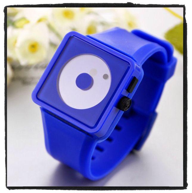 De #horloges zijn van zacht #siliconen materiaal.  De wijzers zijn vervangen voor een grote en kleine bol.  In vrolijke kleuren! Nu voor maar € 9,95 verkrijgbaar op www.stiksels.com
