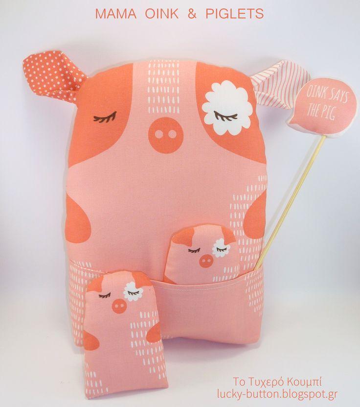MAMA OINK & PIGLETS «Η μαμά Ροζάλω»  Πάνινο γουρουνάκι 25x19cm μαξιλαράκι με δύο γουρουνάκια 10x6cm.  Διακοσμητικό μαξιλάρι για παιδικό δωμάτιο, βρεφικό παιχνιδάκι