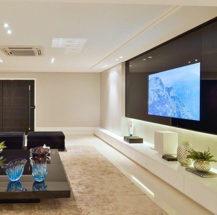 Sala de TV por Raíra Rolim #living #tvlounge #mesadecentro #interiordesign #homedecor #decoração #salamoderna