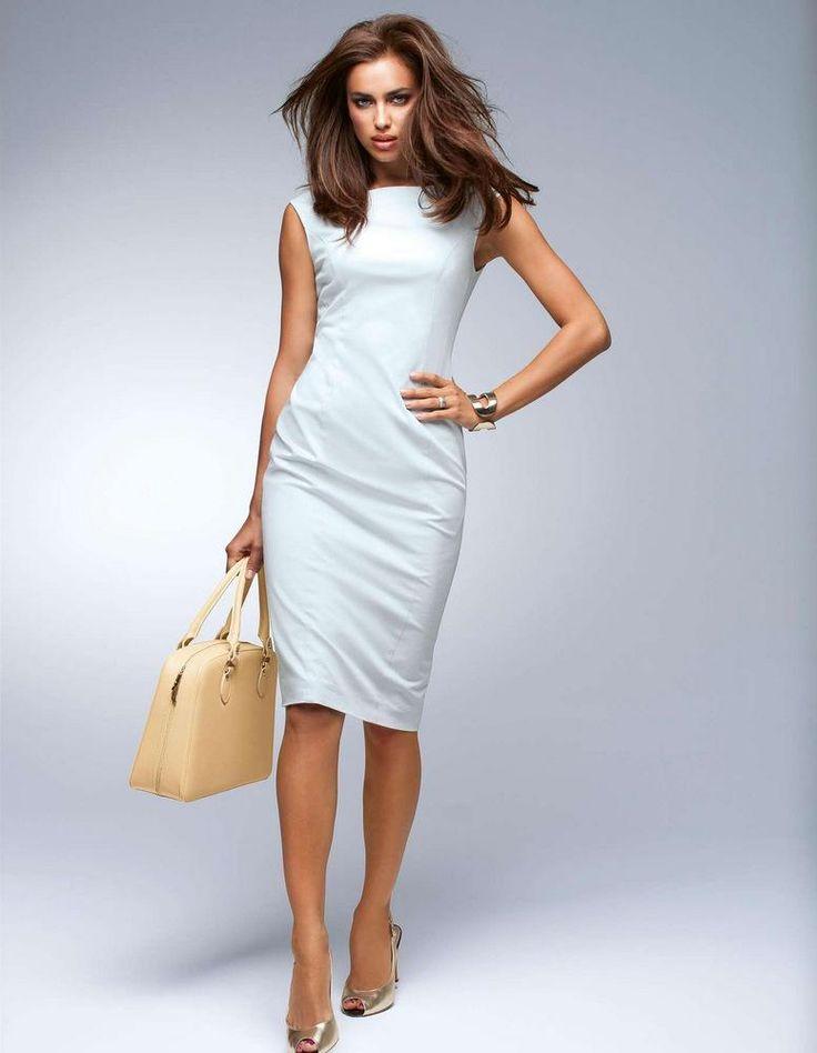 Este vestido se presenta como una opción de elegancia para utilizar en el trabajo, para salir a un cóctel, marcando y resaltando la silueta de la mujer en forma mas delgada  y cómoda a la misma vez.
