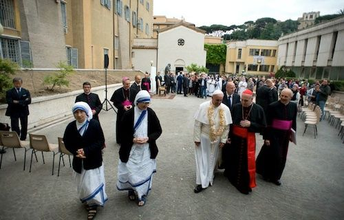 Pope praises Missionaries of Charity's 'beautiful' Vatican ministry