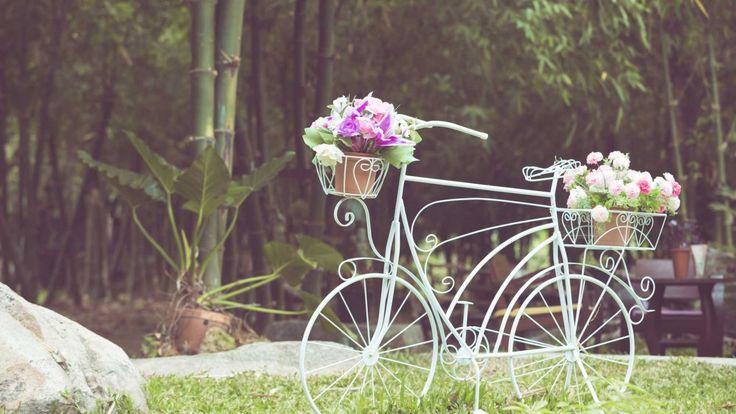 Decorar jardines con bicicletas - Vintage