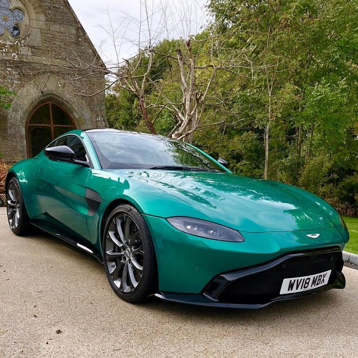 Sleek. #astonmartin #vantage #sunday #instacar #carsofinsta #carsofinstagram #carporn #supercar #luxury #car #carlifestyle #green… – Adile Ceylan