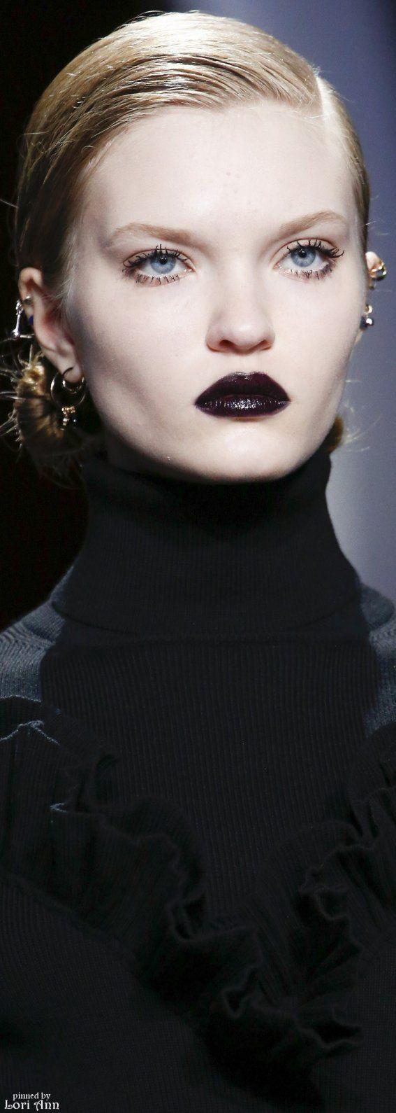 Christian Dior Fall 2016 RTW ✏✏✏✏✏✏✏✏✏✏✏✏✏✏✏✏  FʀᴇɴᴄʜVɪɴᴛᴀɢᴇJᴇᴡᴇʟʀʏ   ☞ https://www.etsy.com/shop/frenchjewelryvintage?ref=l2-shopheader-name ══════════════════════  Gᴀʙʏ﹣Fᴇ́ᴇʀɪᴇ Jᴇᴡᴇʟʀʏ ☞ https://www.alittlemarket.com/boutique/gaby_feerie-132444.html ✏✏✏✏✏✏✏✏✏✏✏✏✏✏✏✏