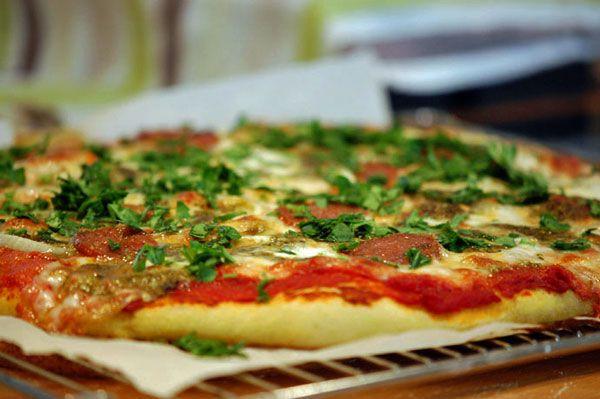 Hjemmelavet pizza - grundopskrift på pizzadej