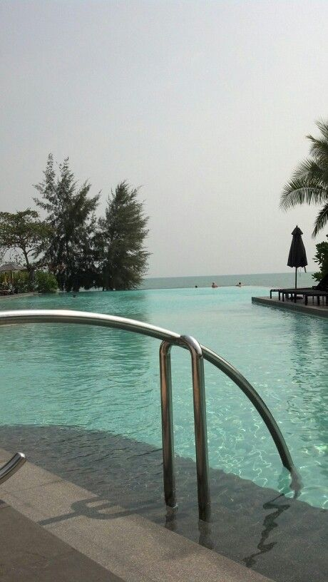 Swimming pool ... Rayong Marriott