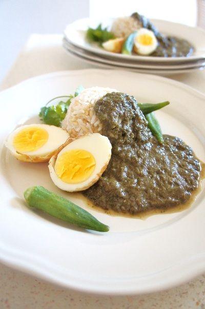 インドネシア料理にインスピレーション☆水不要フライドエッグのほうれん草ソース煮込み