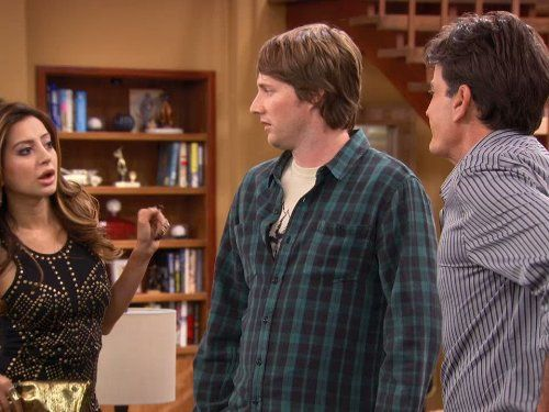 Charlie Sheen, Derek Richardson, and Noureen DeWulf in Anger Management (2012)