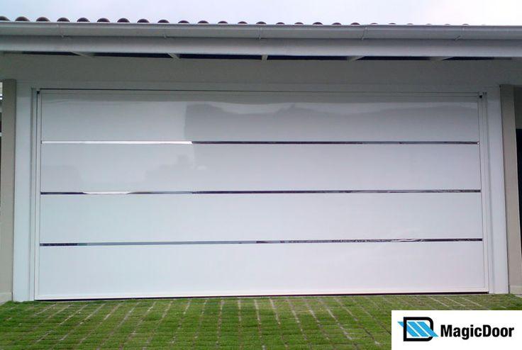 Compramos um portão basculante para entrada da garagem com fechamento em ACM Branco - Modelo Laguna, comprado da empresa MagicDoor , previsã...