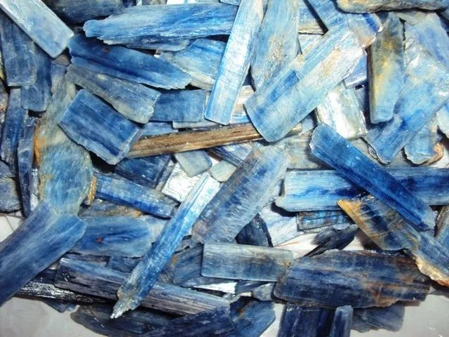 1 kg de cianita azul