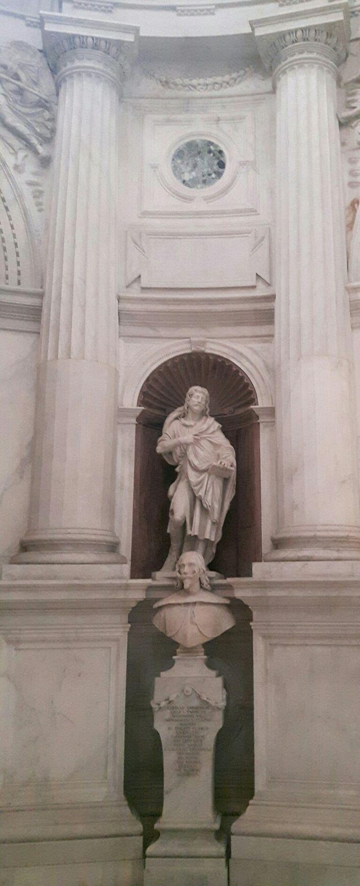 Apostolo.  1550. Sotto: Giuliano Finelli-1643- Carlo Andrea Caracciolo di Vico.