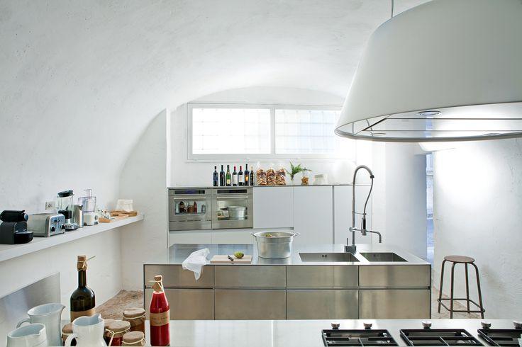 In the minmalist kitchen: sleek steel cabinet systems and the Kono range hood from Elmar.