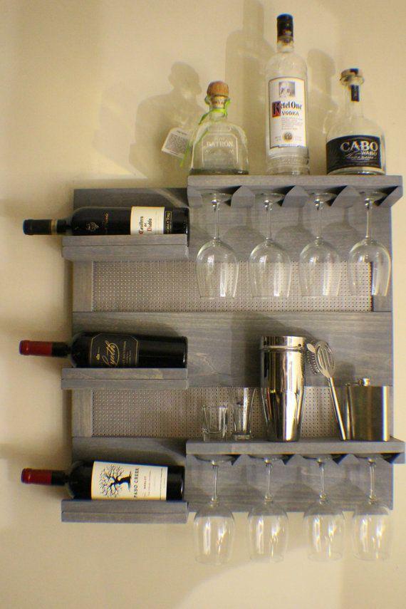 Este es un listado hecho a pedido. Usted recibirá un estante del vino igual que la foto de arriba pero este ya tiene un California.* ** ESTE BOTELLERO ES PARA VINO BLANCO Y COPAS DE VINO ROJO ESTÁNDAR. EL MÁS GRANDE PUEDE SER EL PIE DE TUS GAFAS ES 3. Si tienes gran vino tinto, vidrios entonces este botellero no funcionará para usted. El color en el sobre es un rústico resistido gris y cromado Para este anuncio recibirá un impresionante botellero como la mostrada arriba. Puedes elegir qu...