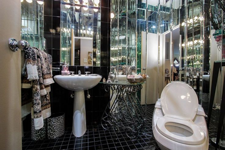 Art Deco Порошковая номер с высоким потолком, Настенный светильник, пьедестал раковина, дамская комната, шифер плиточные полы, шифер плитка, камень Плитка