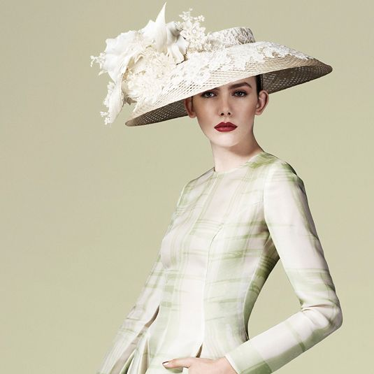Royal Ascot, Lace flower hat
