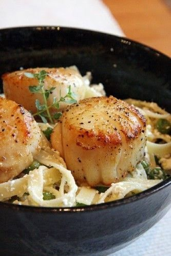 Lemon-Ricotta Pasta with Peas and Seared Scallops - so yummy, the ricotta is almost like alfredo sauce!