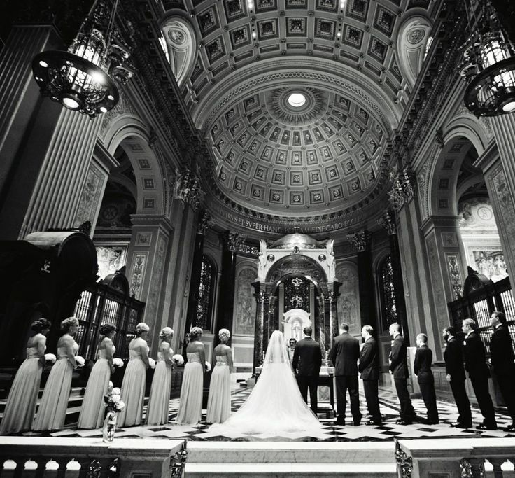 Classic meets glamorous elegance in this stunning New Jersey wedding and, let me tell you, it's just simply awesome.