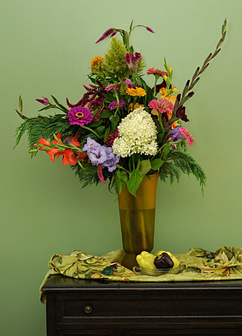 Floral arrangement courtesy of Carmen Mezzacappa.  Photo © Cindy Dyer. All rights reserved.