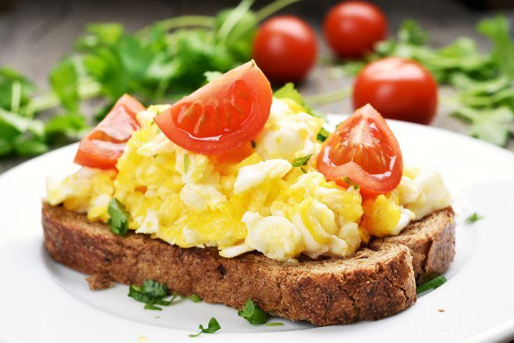 A Tojásszövetség a Tojás Világnapja alkalmából tiszta vizet öntött a pohárba, rehabilitálta az évtizedekkel ezelőtt tévesen elítélt tojást, és neves szakértők körében felfedte a korábbi tévedés eredetét. A Szövetség állítja: napi 3 tojással az ajánlott vitamin– és ásványianyag-szükséglet több mint egyharmada fedezhető. A tojás tehát maga az élet, valóságos ételcsoda.