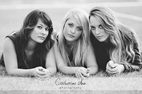 three friends photo session inspiration  photo by Catherine Ann Photography (available for travel world wide)